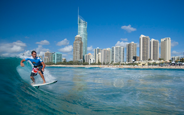من أروع الشواطئ في العالم على خورة فقط ! surfersparadise.png