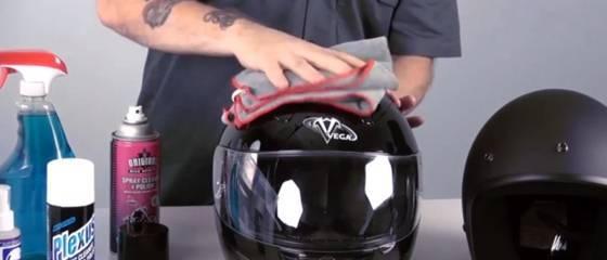 Cara bersihkan goresan Kaca Helm