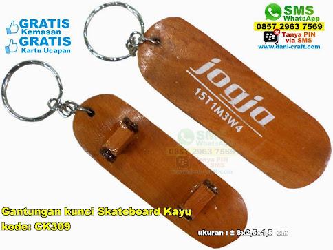 Gantungan Kunci Skateboard Kayu