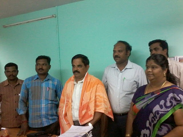 TNPPGTA  THRICHY OFFICE BEARERS WITH HR.SEC. CEO PA MR.CHANDRASEKAR TO CONVEY THIER  WISHES.
