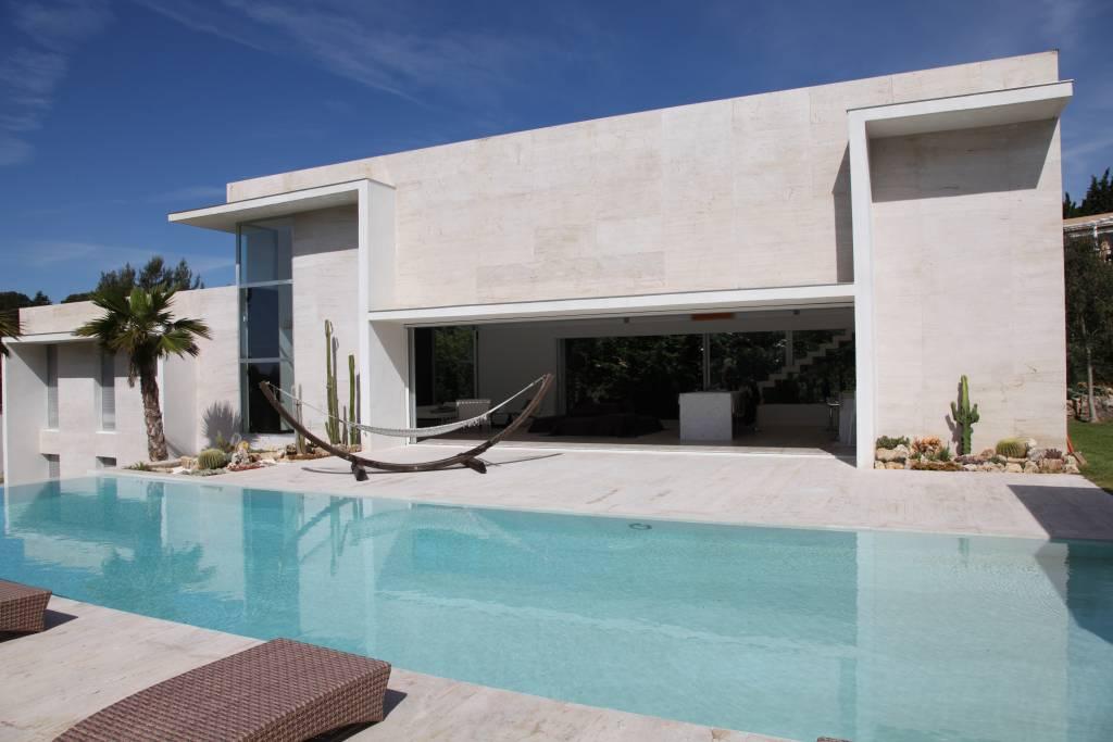 Luxury home in biot france for Villa moderne motel