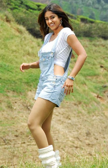 South actress in short - South actresses sizzle in shorts