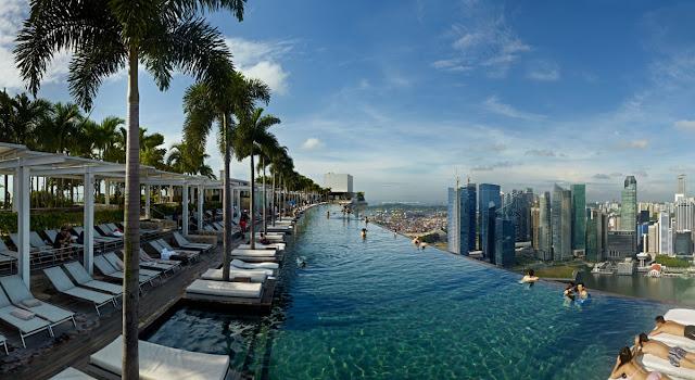 Hồ bơi trên tầng 57 khách sạn Marina Bay Sands