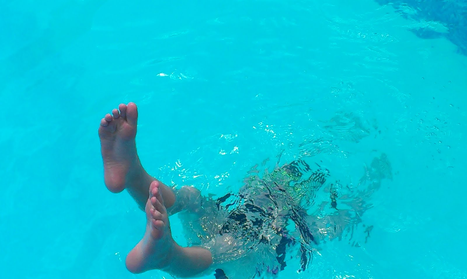 girls underwater tumblr