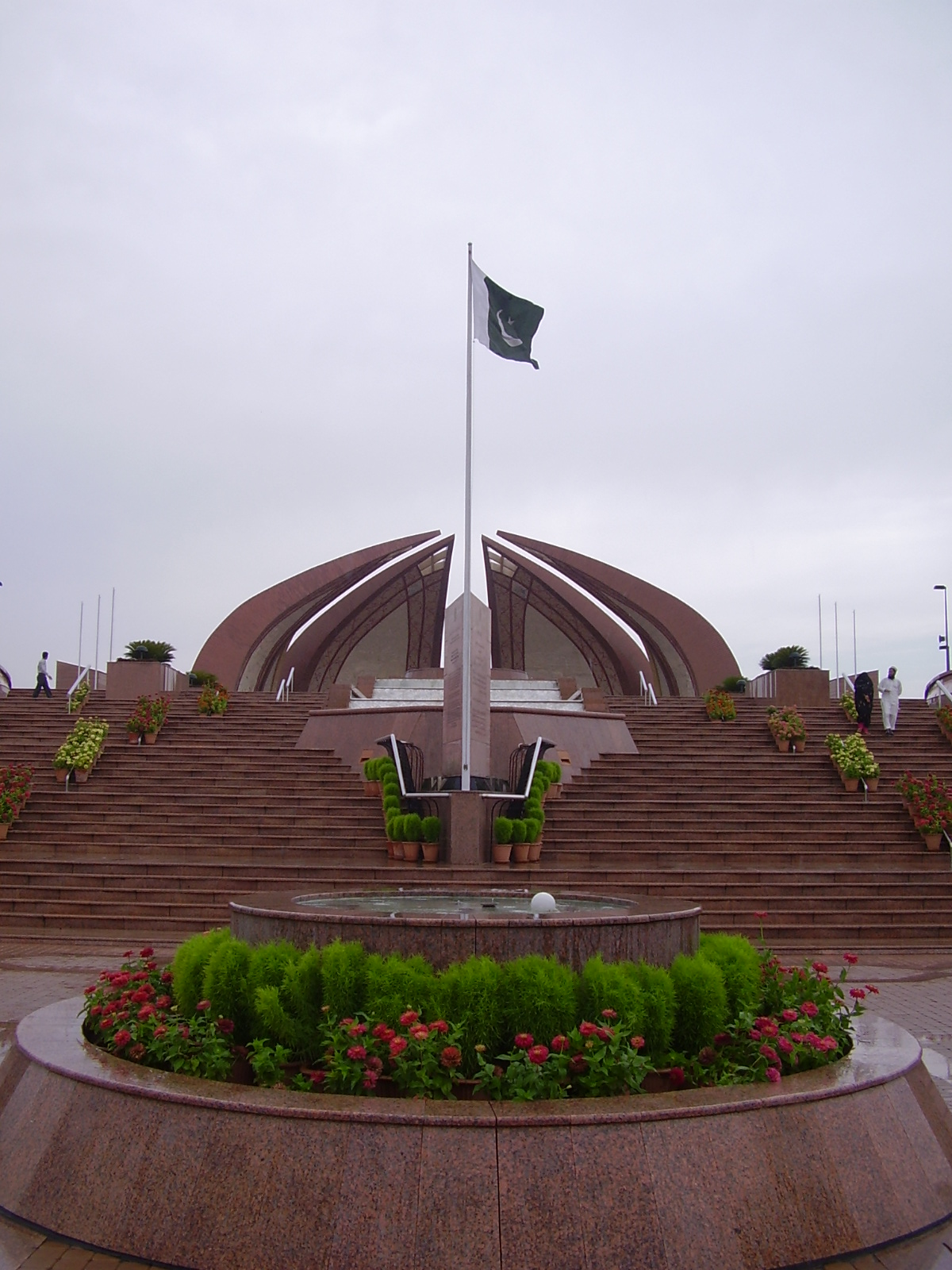 essay on pakistan national flag