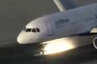 avión aterrizando de emergencia