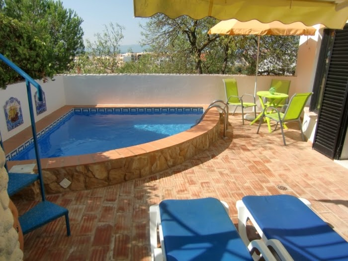 Piscina para espacio peque o colores en casa - Fotos de casas con piscinas pequenas ...