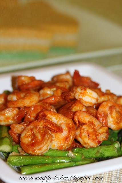 Simply Lecker: Stir Fry Asparagus and Shrimp with Thai Red ...