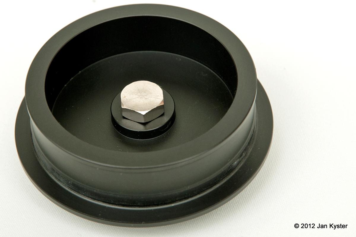 Benro C3770T CF Tripod - mounting plate closeup- bottom