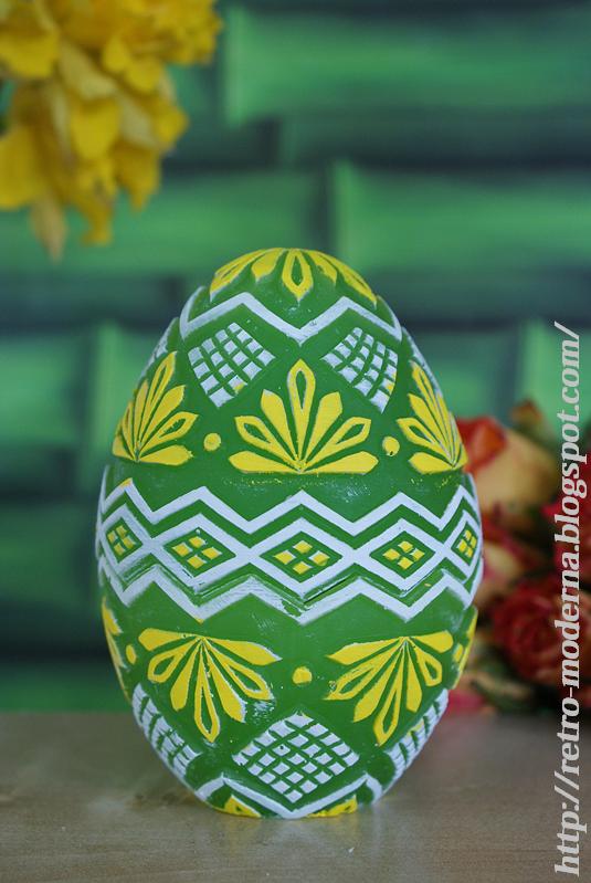 Świeca wielkanocna w kształcie jajka