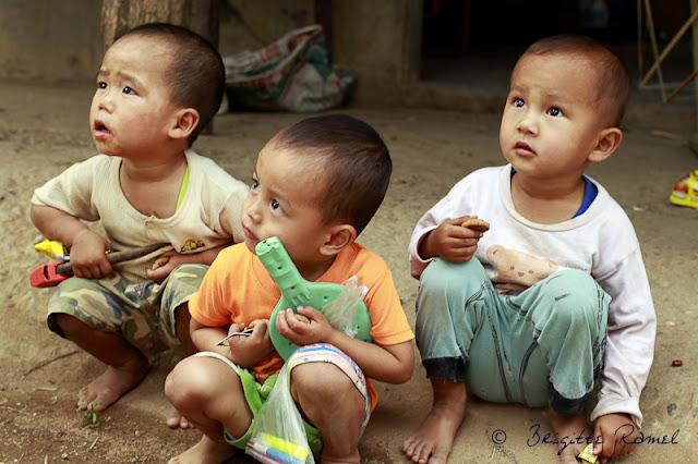 Thailande, enfants karen, peuple des montagnes