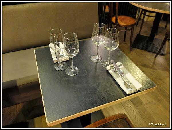 resto Circonstances caractere 174 rue Montmartre Paris tables