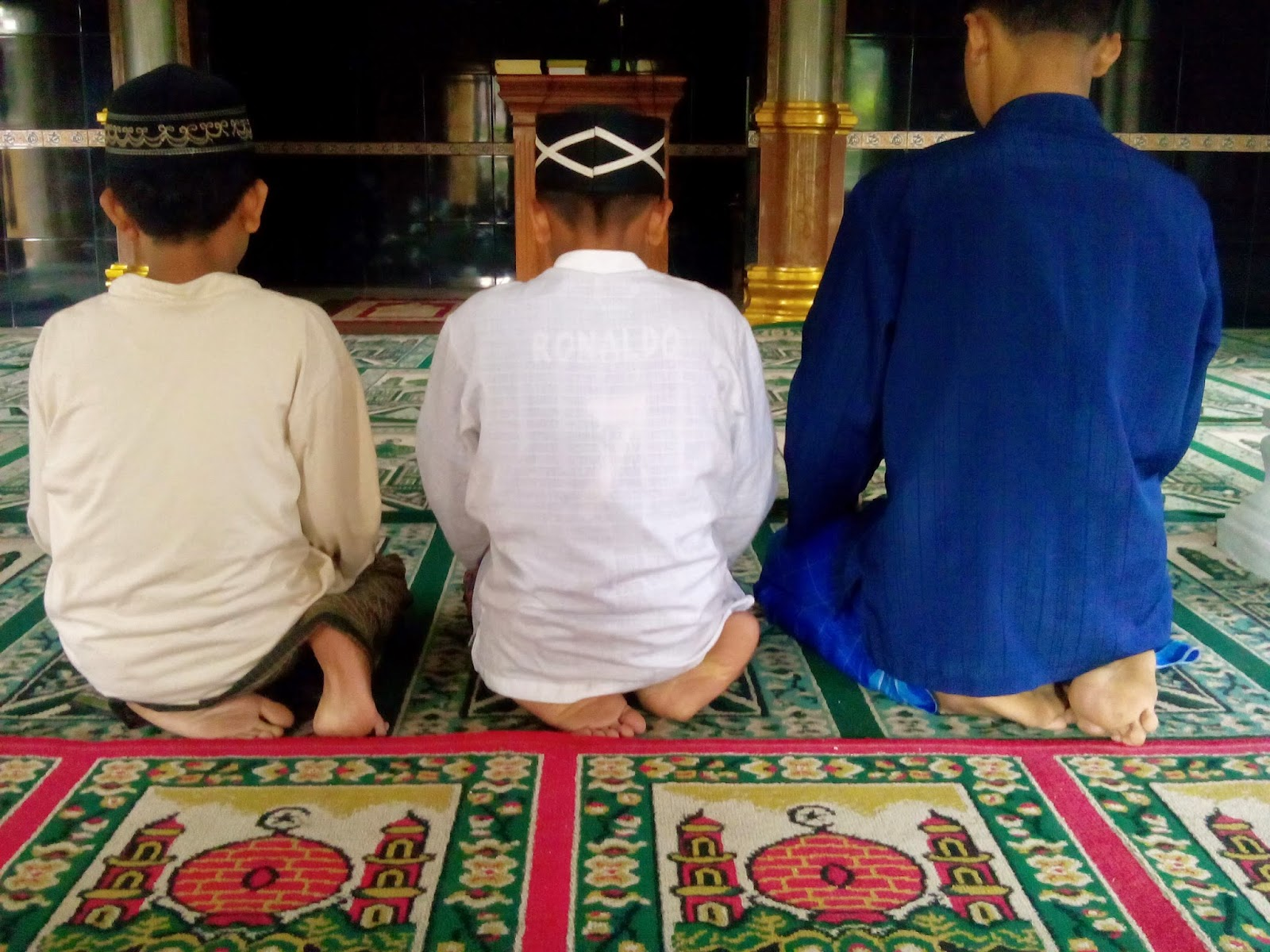 Cara Duduk diantara dua sujud berdasarkan hadits