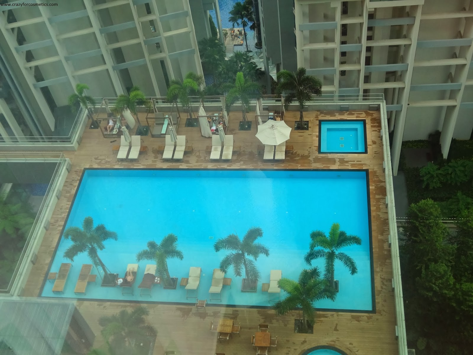 Oasia Hotel Singapore Swimming Pool