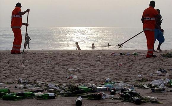 Limpeza das praias é desafio para a administração do Rio de Janeiro.