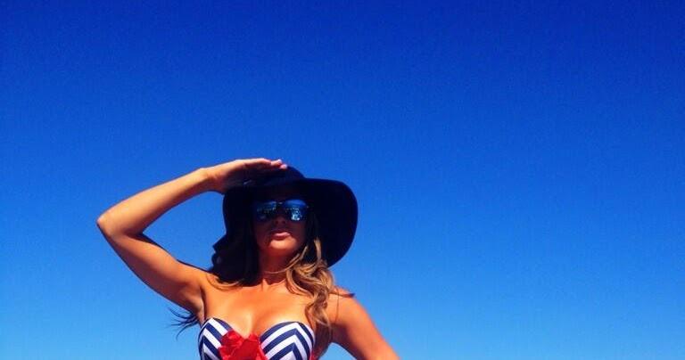 barbie blank aka kelly kelly�s sexy bikini tweet
