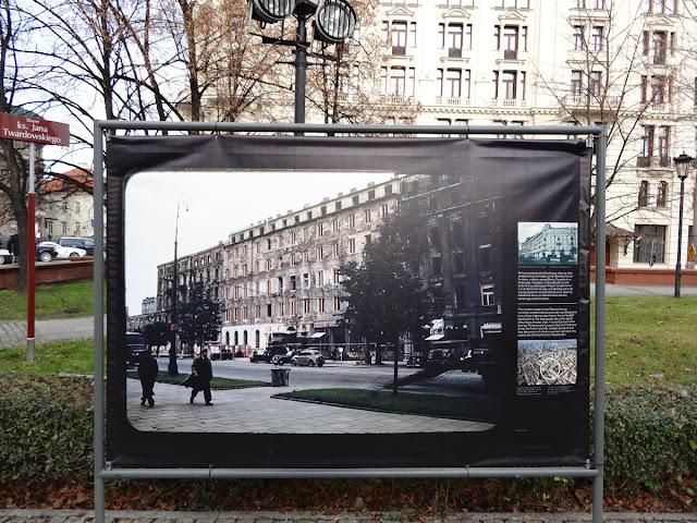 """Barwne fotografie ruin Warszawy z 1947 roku na wystawie plenerowej """"Barwy ruin"""""""