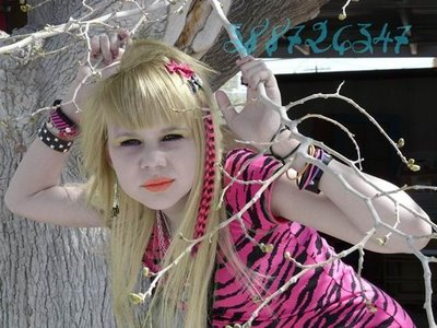 Long Blonde Hairstyles on Emo Hairstyles For Girls  Cute Emo Girl With Long Blonde Hair