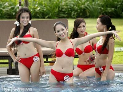 Hoa Hậu Việt Nam mặc bikini tỏa sắc bên bể bơi 4