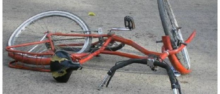 De Una Motocicleta Y Bicicleta En El Distrito Catahuasi