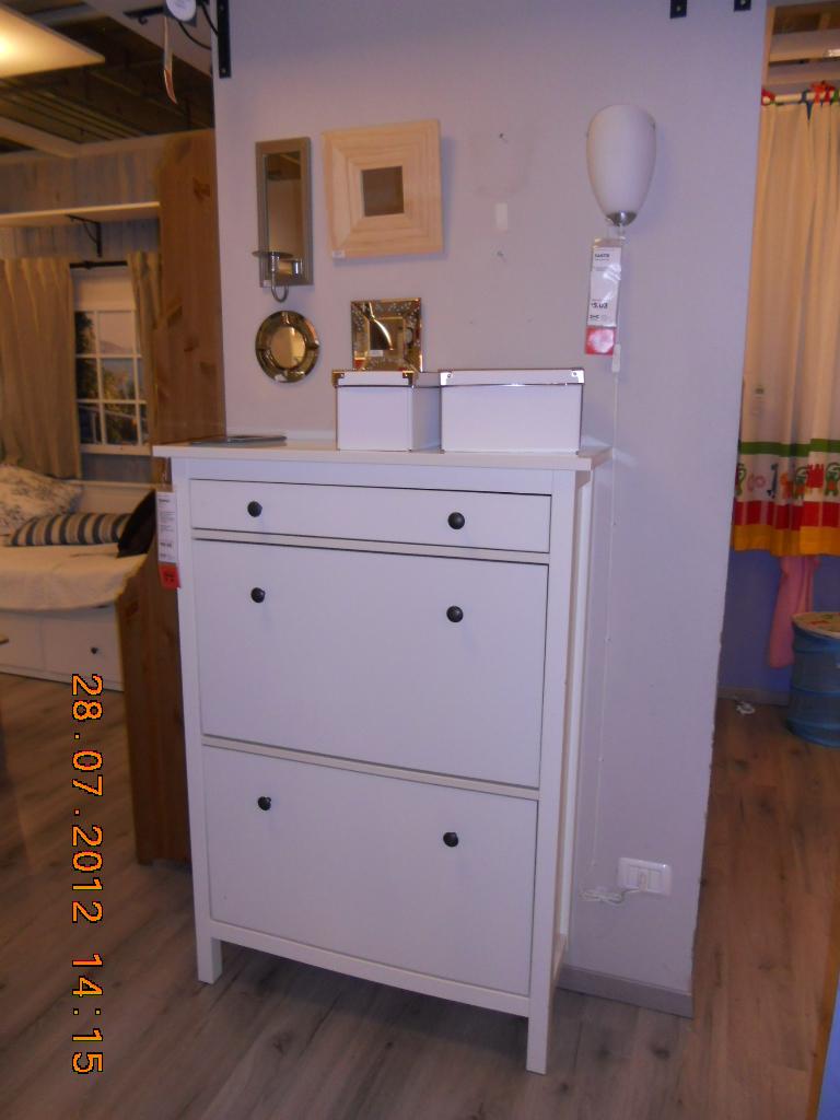 Ikea e momichan giro all 39 ikea for Mobiletto ingresso ikea