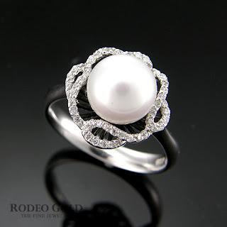 http://www.rodeogold.com/gold-rings-for-women/14k-18k-gold-rings-twr21800#.UpoGDI2ExAI