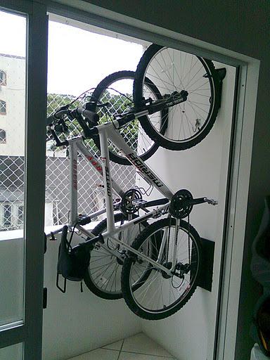 Pedal do frango guardando a bicicleta em casa for Armario exterior para guardar bicicletas