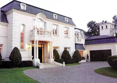 El arquitecto y la casa m s bonita del mundo este vino for Casas modernas clasicas