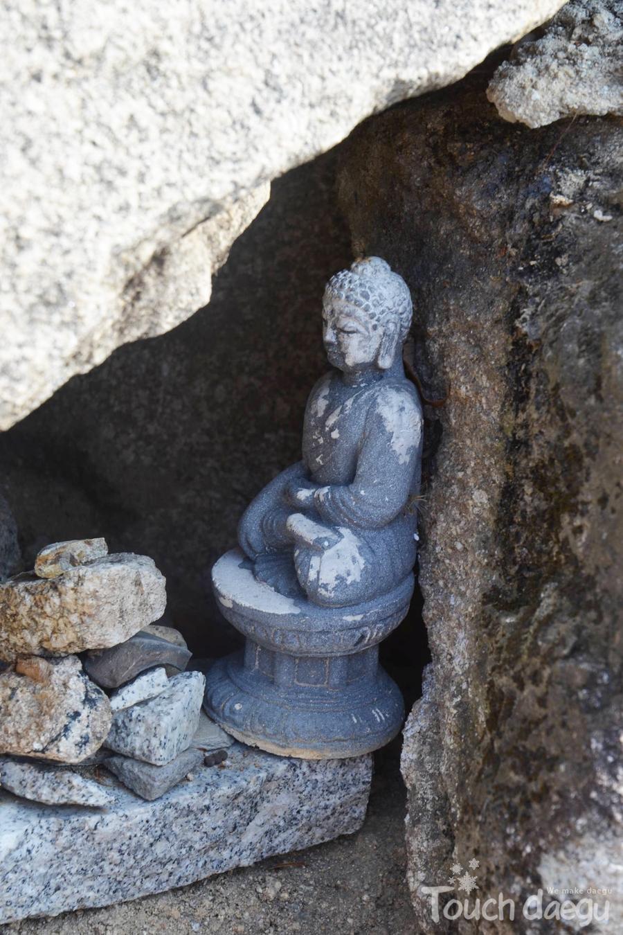 A hidden small Buddha statue