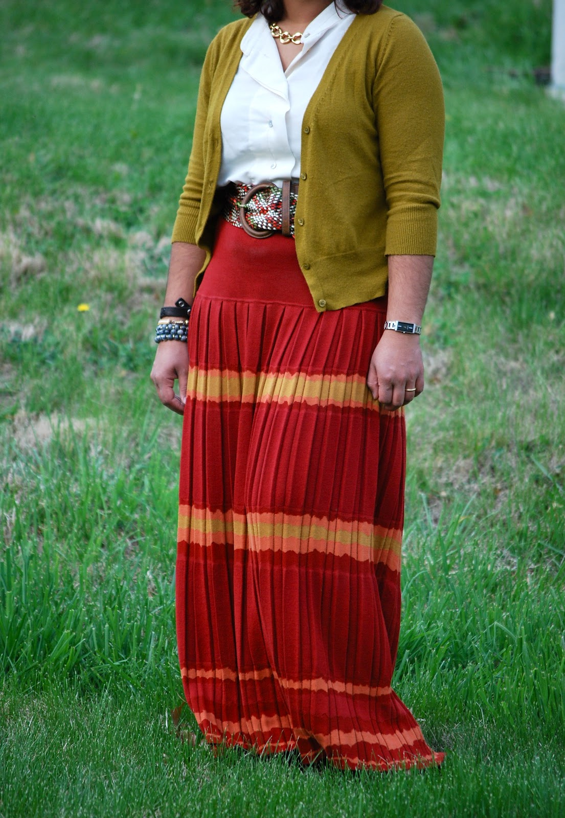 Outfit Red Maxi Skirt | The Small Of It - Petite Curvy Fashion