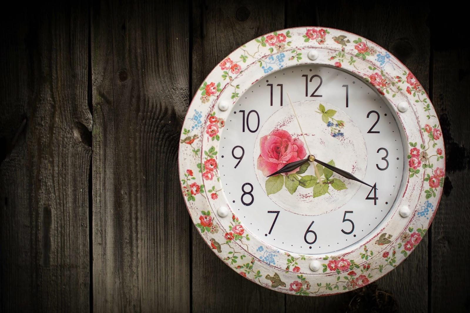 декупаж в стиле шебби-шик, часы, переделка, трафарет