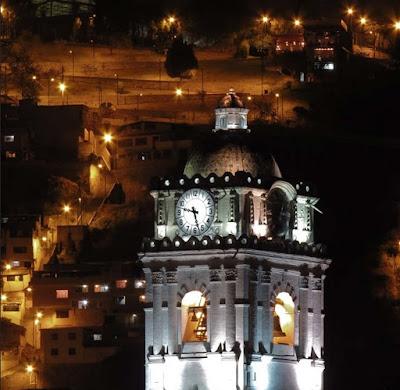 Tour paseo turístico por la ciudad de Quito en la noche