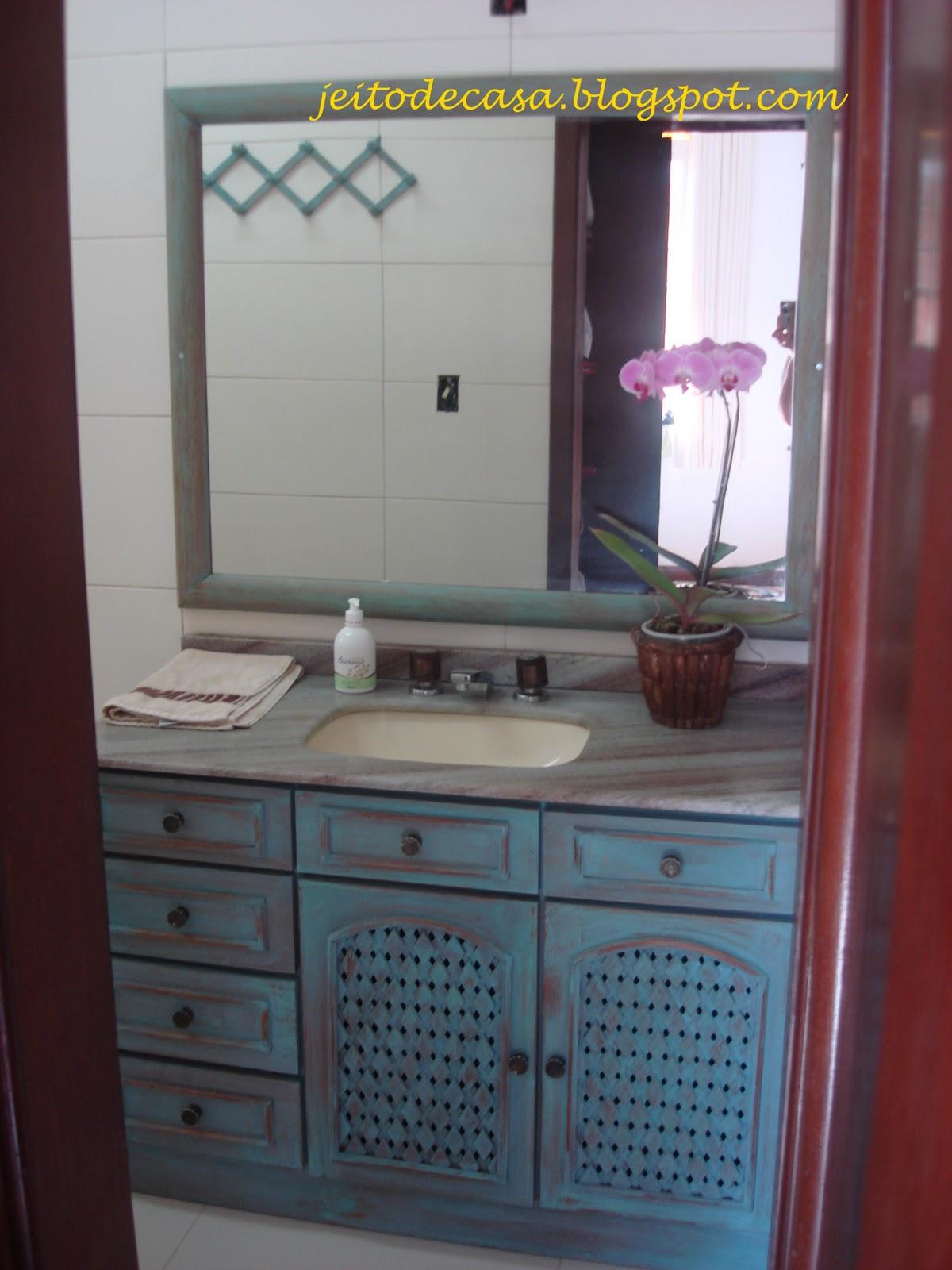 decoracao banheiro velho : decoracao banheiro velho:Reformando o velho armarinho do banheiro!! – Jeito de Casa – Blog de