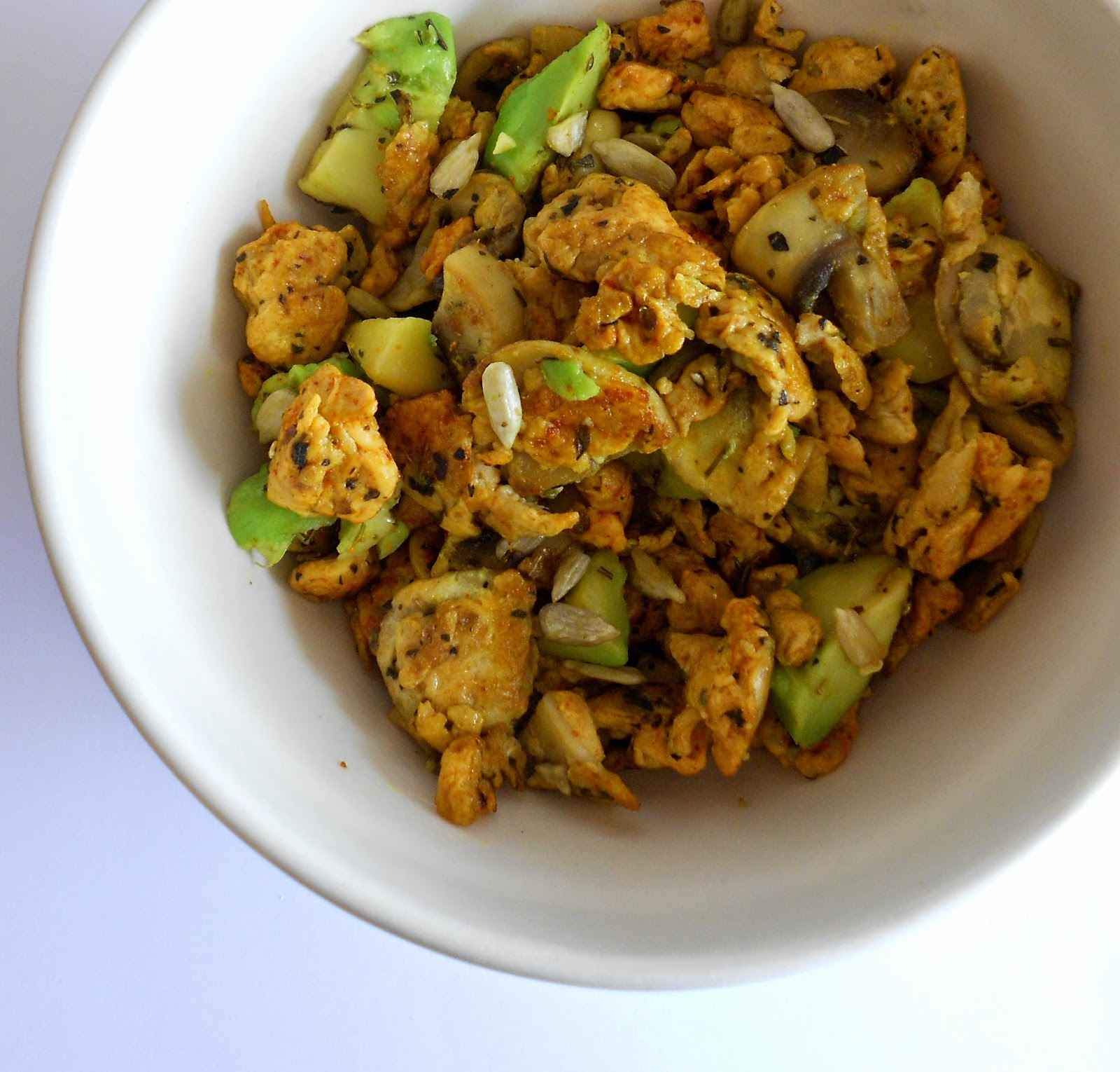 herbalgreeninfinitea: Spicy scrambled eggs met avocado