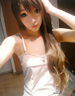 Hot girl Trung Quốc xinh như búp bê
