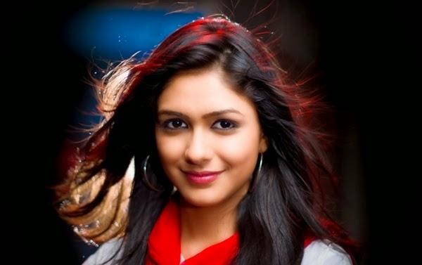 Mrunal Thakur HD Wallpapers Free Download