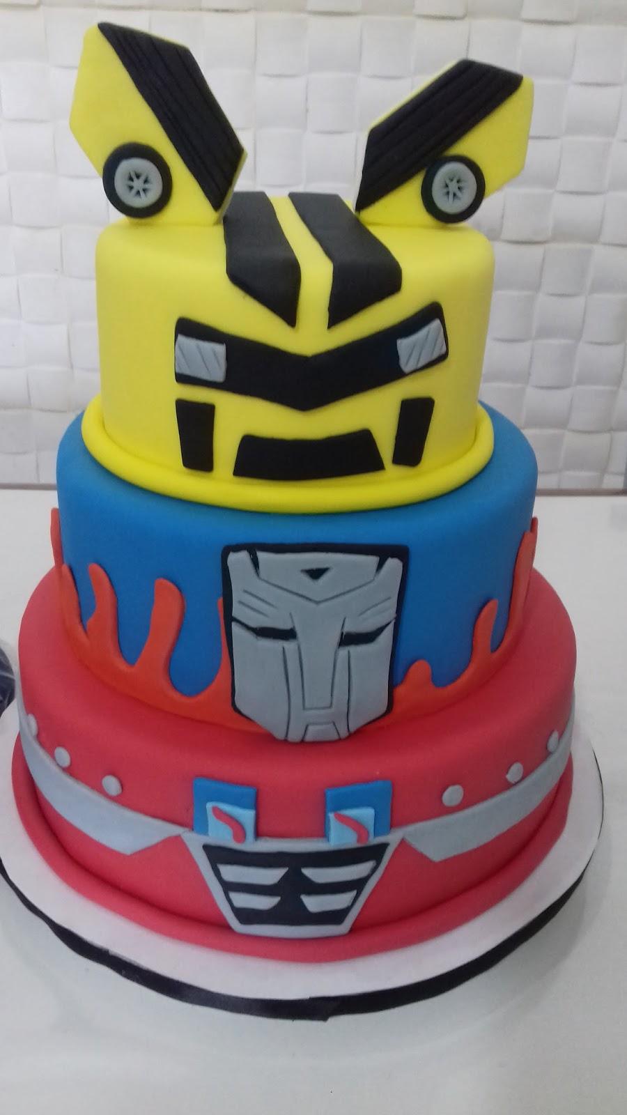 claro que não podia faltar um bolo lindo dos transformers, Bumble Bee