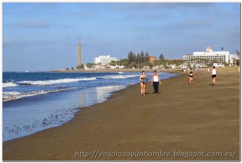 Playa de Maspalomas y faro al fondo