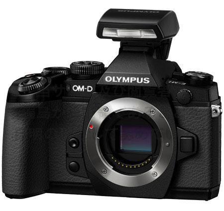 L'Olympus OM-D E-M1 con lo zoom innestato