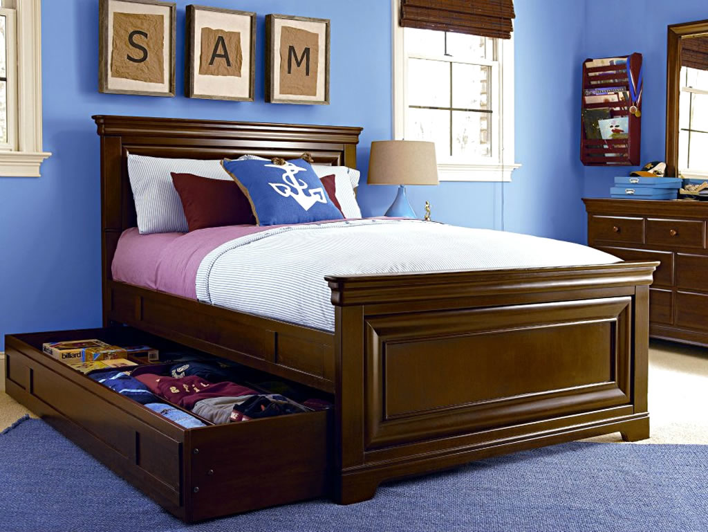 Kerala style carpenter works and designs for Classic bedroom design