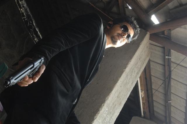 Tamil actor vij... Gun Taml
