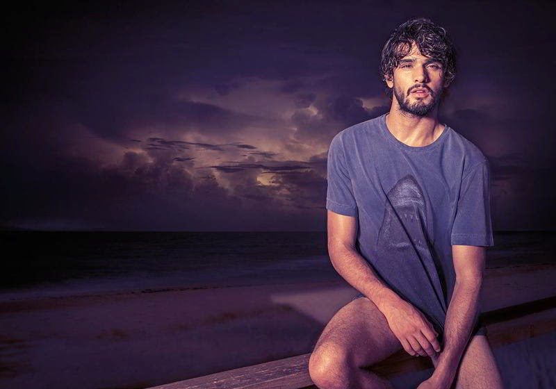 Marlon Teixeira posa para campanha de verão da Água de Coco. Foto: Eduardo Rezende