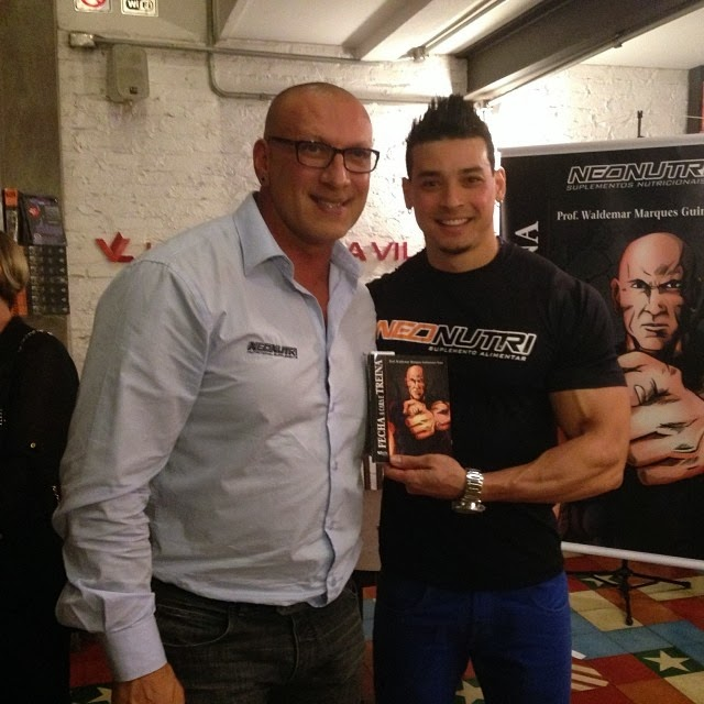 O treinador Felipe Franco também prestigiou o lançamento do livro Foto: Reprodução