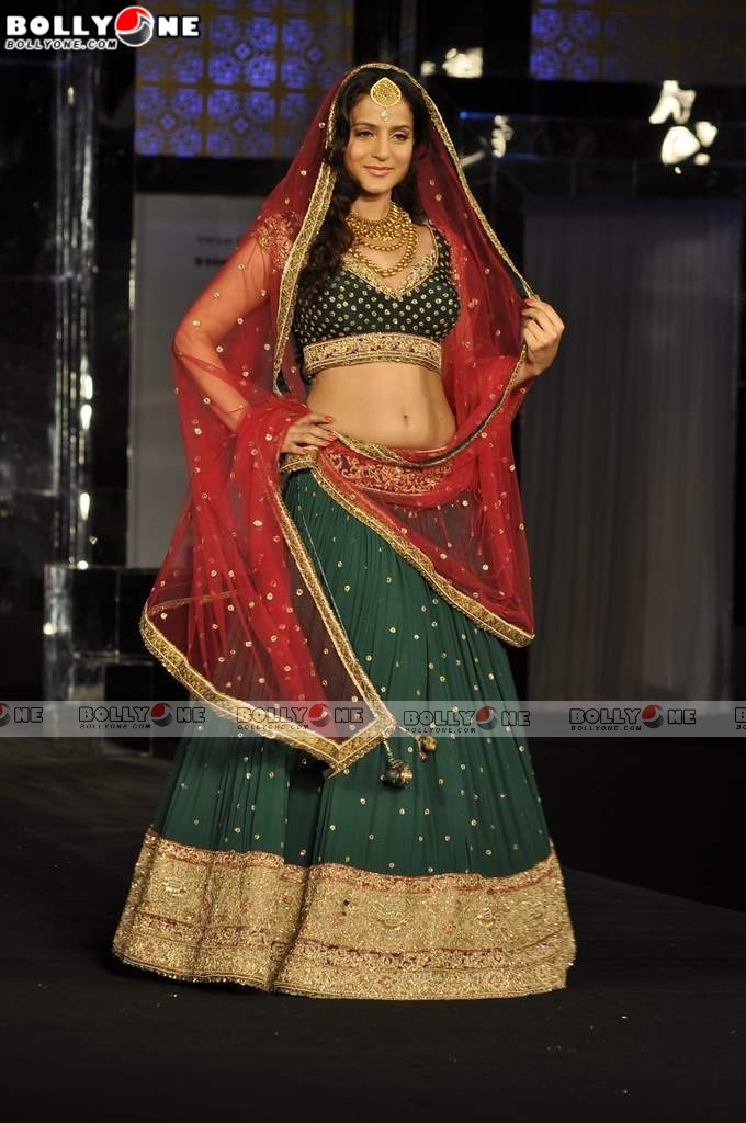 Ameesha Patel Ramp Walk India Bridal Week