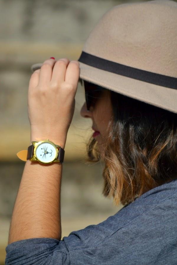 look_sombrero_fedora_mocasines_borla_reloj_gatito_lolalolailo_04
