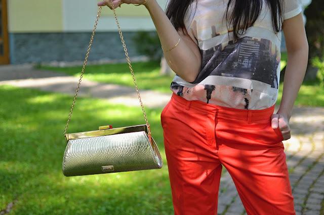 JEDEN KOSTÝMOVÝ_Katharine-fashion is beautiful_Oranžové sako a nohavice_Oranžový kostým_Zlatá listová kabelka_Katarína Jakubčová_Fashion blogger