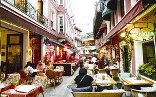 Куда пропадают уличные кафе в Стамбуле