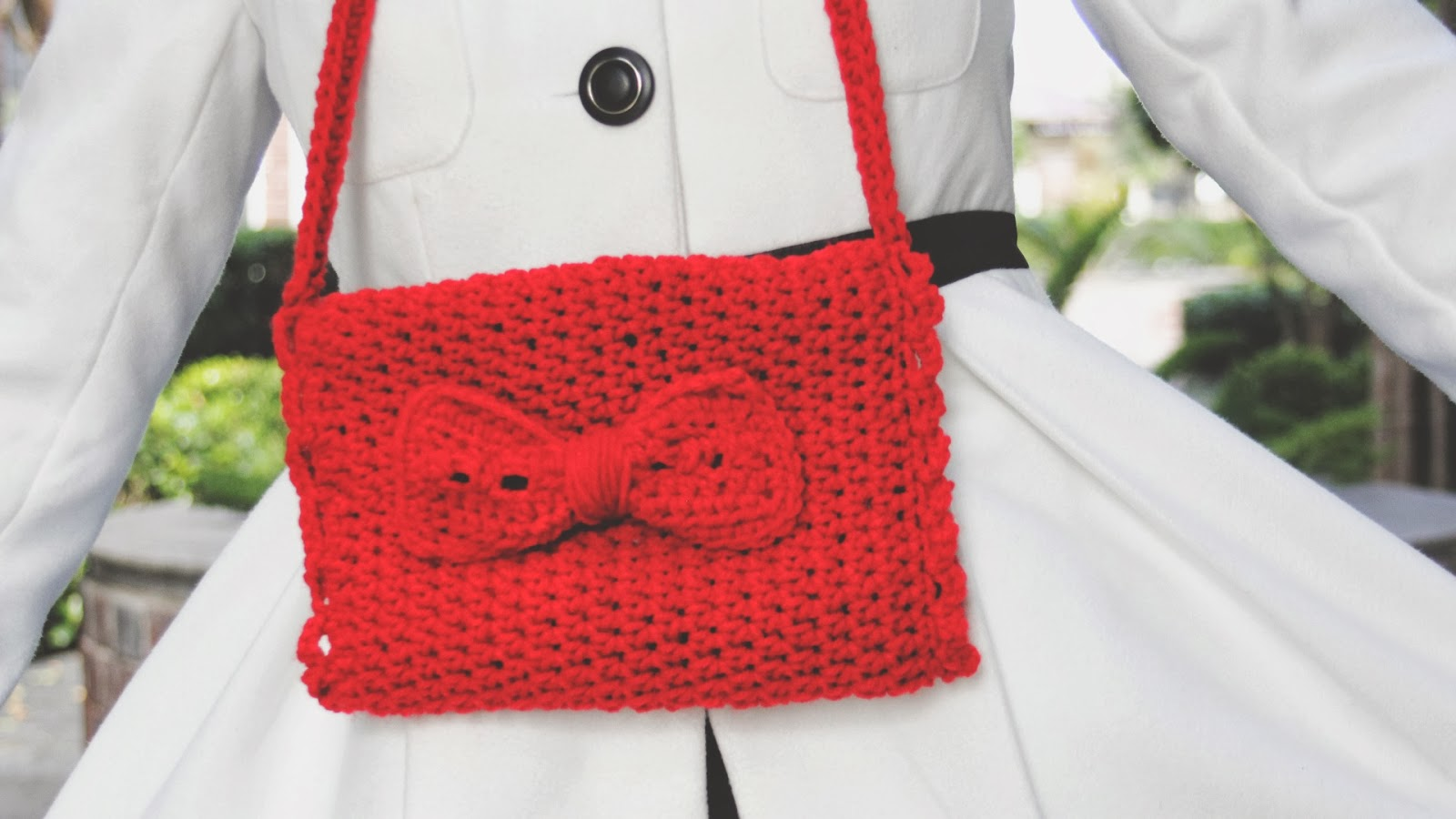 Free Crochet Pattern For Hand Muff : the dream crochet blog.: DIY: Crochet Bow Hand Muffs