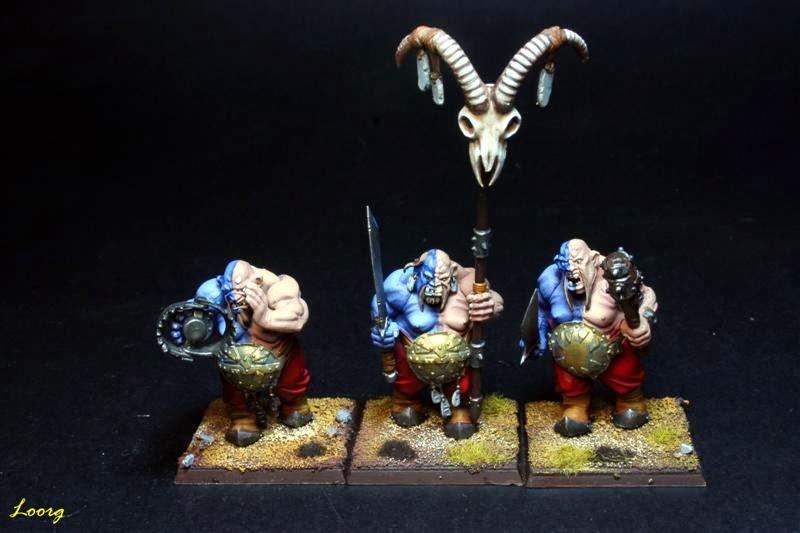 Grupo de mando de Ogros Toro con espadas y garrotes
