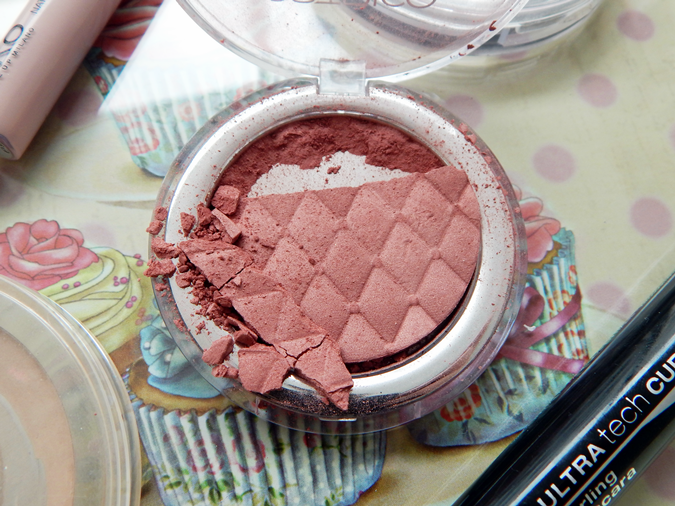 Review Catrice Illuminating Blush I Am Nuts About You